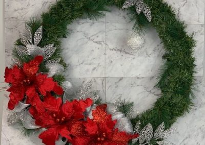 wreath-christmas-tree-hire-red-silver-deluxe